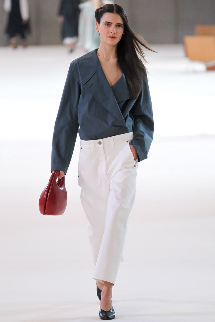 Iana Godnia in Christophe Lemaire Spring 2015 Ready–to–Wear. #SS15 #PFW