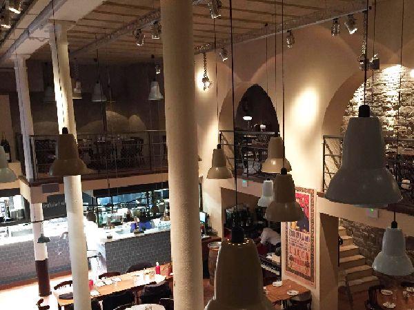 Spotlight Oscar restaurant lighting project La Puntual Barcelona #restaurantlighting #projectors