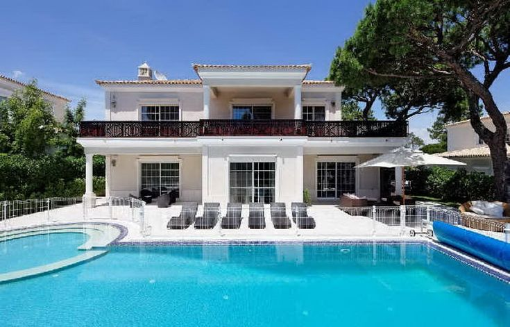 """Invest a Minimum of €500,000 into your residential or commercial property in Portugal and become a Resident within 12 weeks"""" - See more at: http://www.nwivisas.com/europe/portugal-residence-investor-visa/#sthash.GJqHy8Cw.dpuf"""