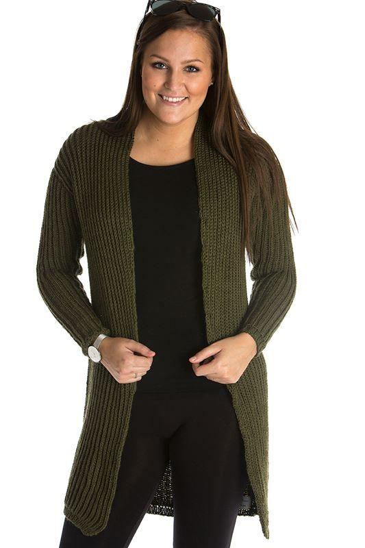 <p>En meget sporty og samtidig moderigtig elegant lang cardigan, strikket i Mayflower Easy Care Classic. Denne smukke og smarte cardigan