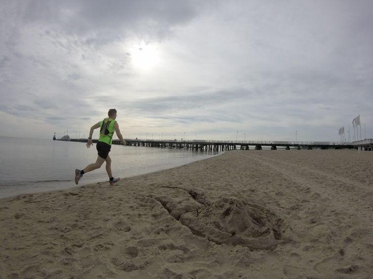 Bieganie na plaży to jedna z najwspanialszych rzeczy na świecie! Ludzie, ruszajcie się! Wstawajcie z kanapy i do biegania ;)  http://bieganieuskrzydla.pl/buty-do-biegania/