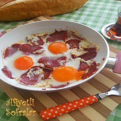 PASTIRMALI YUMURTA, http://www.afiyetlisofralar.com/mutfaktan-lezzetler/yemektarifi/kahvaltiliklar/pastirmali-yumurta