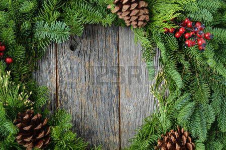 Karácsonyi koszorú Rusztikus fa háttér photo