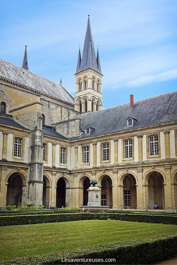 Visiter Reims - Cloître Basilique Saint Remi Superbe Cloître de la Basilique Saint Remi à Reims. Un incontournable pour un week-end culturel bien rempli. Plus d'information sur notre blog.