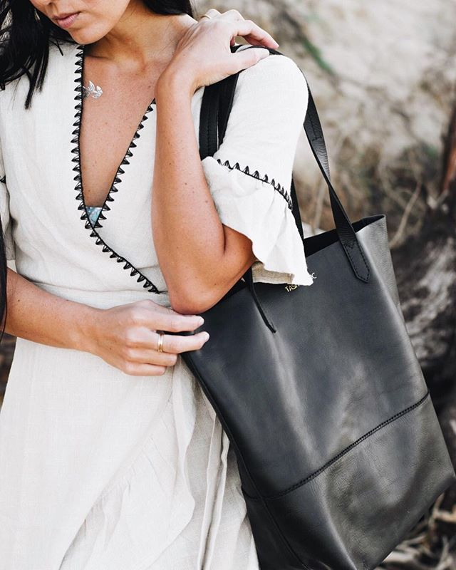 The gorgeous @oh.pepper sporting her black leather Harlow tote :) Each piece of this bag is created by hand, with love.
