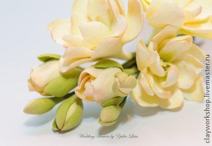 Цветы в прическу. Веточка Матиолы (Левкой) для свадебной прически или для повседневной носки.    Возможно крепление на шпильке или зажиме.    Цветы выполнены из полимерной глины…