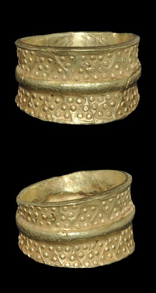 Viking Gold Ring with Punched Triangles    10th-11th century AD . A cast finger ring with expanding hoop and raised median band, the outer face impressed with punchmarks, each a triangle with pellets in the corners. <3