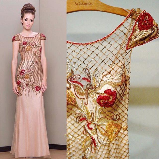 Vestido de festa com bordado floral