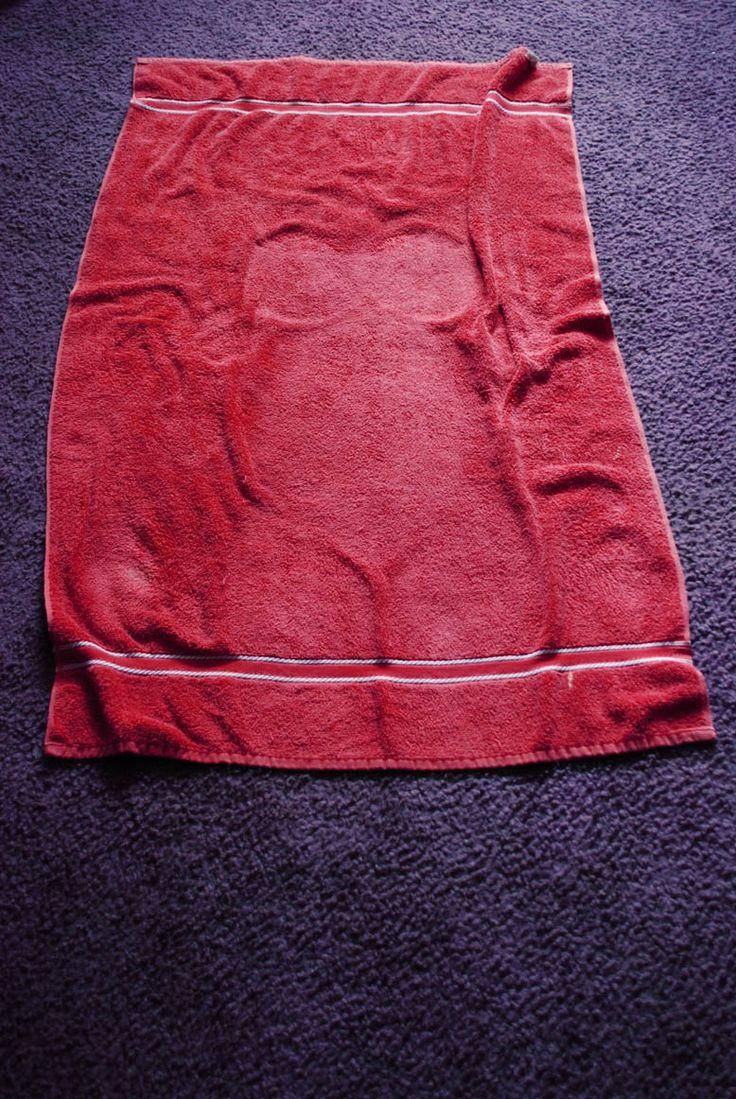 """""""Huella"""" ' body on a towel. Fernanda Uribe"""