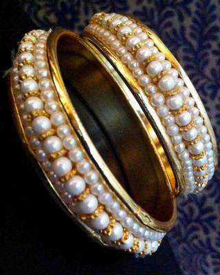 Pair of Pearl Golden Bangles Bracelet o28