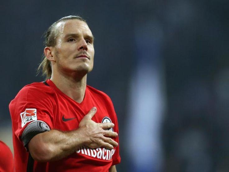 Frankfurt/Main (dpa) - Alexander Meier vom Bundesligisten Eintracht Frankfurt fällt nach einer Knöcheloperation mehrere Wochen aus. Der Kapitän der...