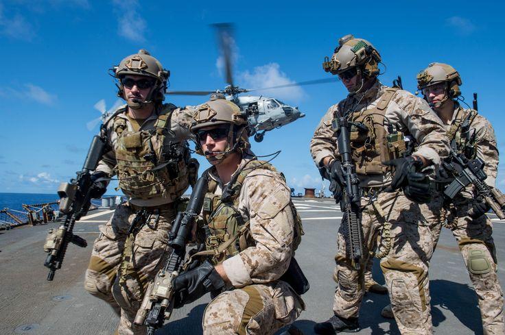 US Navy EOD team [4000 x 2662]