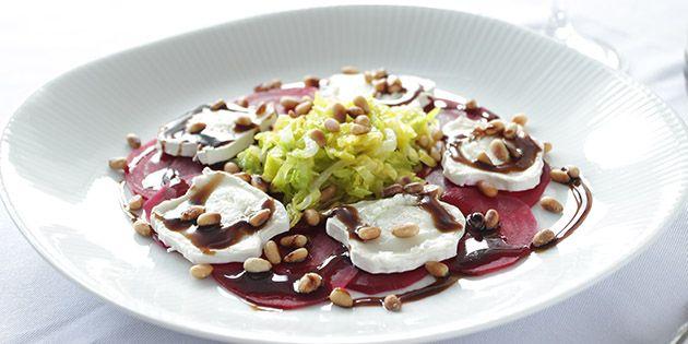 Smuk og lækker forret med rødbeder, gedeost og balsamico - super nem at lave og ligner en million.