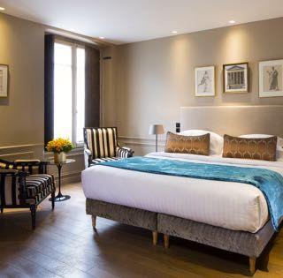 ある人物の伝記のようなホテルとは?「ホテル・スパ - ラ・ベル・ジュリエット(Hôtel Spa - La Belle Juliette)」は、その初めての例かもしれません。サンジェルマンにあるこのこじんまりとしたスタイリッシュなデザインホテルは、19世紀のパリでサロンを開き、ナポレオンとも交流があった美女、ジュリエット・レカミエをイメージして作られたもの。年代物の建物をフランスのデザイナー、アン・ゲルバールが装飾しました。ホテルのロビーや客室にはレカミエのポートレイトやゆかりの品々が飾られています。そういったわかりやすいアイコンだけでなくホテル全体が、レカミエがもし今生きていたらここで暮らしたいと思うに違いない、と思わせる雰囲気なのです。その関係性は、デザイン好きな人ならすぐにわかることでしょう。
