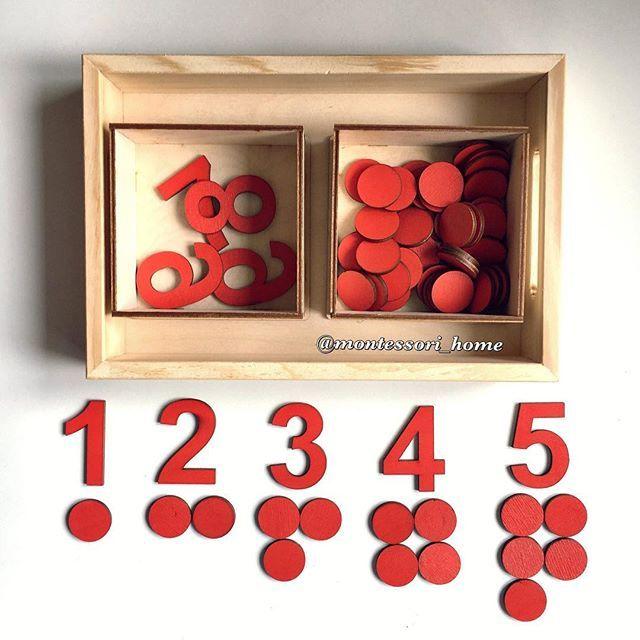 """Новиночка из математической зоны #mh_математика - набор """"Числа и чипсы"""" Это классический Монтессори-материал. В наборе 2 деревянных ящечка, в которых находятся вырезанные из дерева красные цифры от 1 до 10 и 55 красных деревянных кружков-чипсов. Это упражнение служит тестом на умение последовательно считать от 1 до 10-ти и соотносить количества и символы. Кроме того, в процессе выполнения упражнения, происходит первое знакомство с нечётными и чётными числами. Косвенной целью является…"""