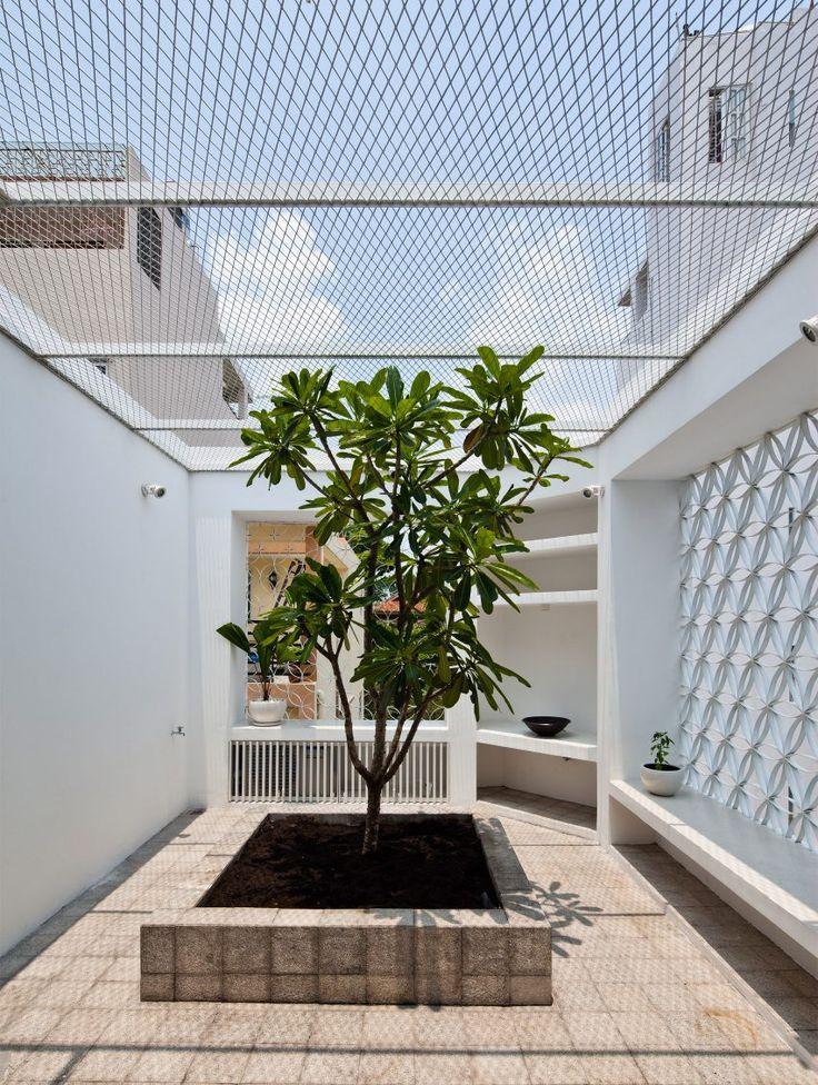 Hem House in Vietnam by Sanuki Daisuke