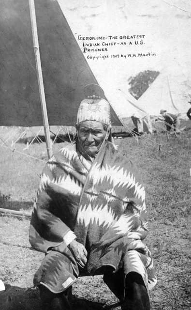 Geronimo as a U.S. prisoner in 1905.: Indian Chiefs, Geronimo Surrender, Native American Indian, Native Americana, American History Liv, Chiricahua Apache, Amazing Blankets, True American, American Photographers