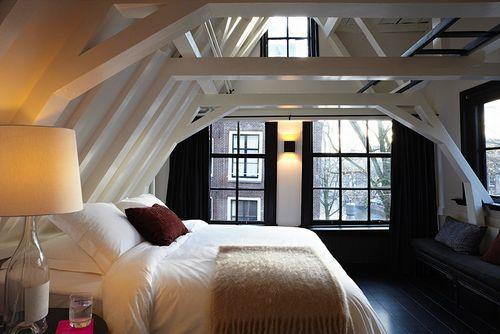 pretty bedroom.: Dreams Houses, Attic Bedrooms, Window, Expo Beams, Loft Bedrooms, Bedrooms Design, Attic Rooms, Master Bedrooms, Bedrooms Decor
