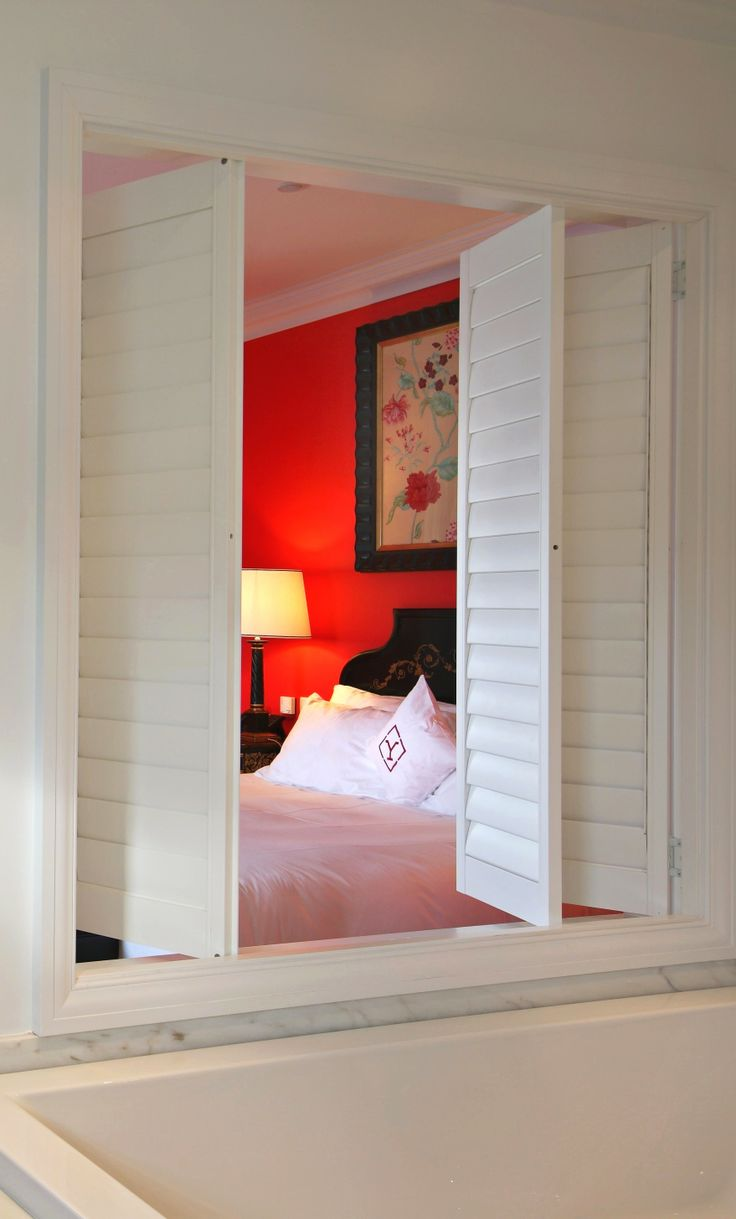 The Murganheira suite has been individually decorated, with rose coloured walls and matching furnishings. Traditional, white washed louvered shutters open to give the bathroom a stunning view of the city. | #Portoholidays #Porto #Portugal