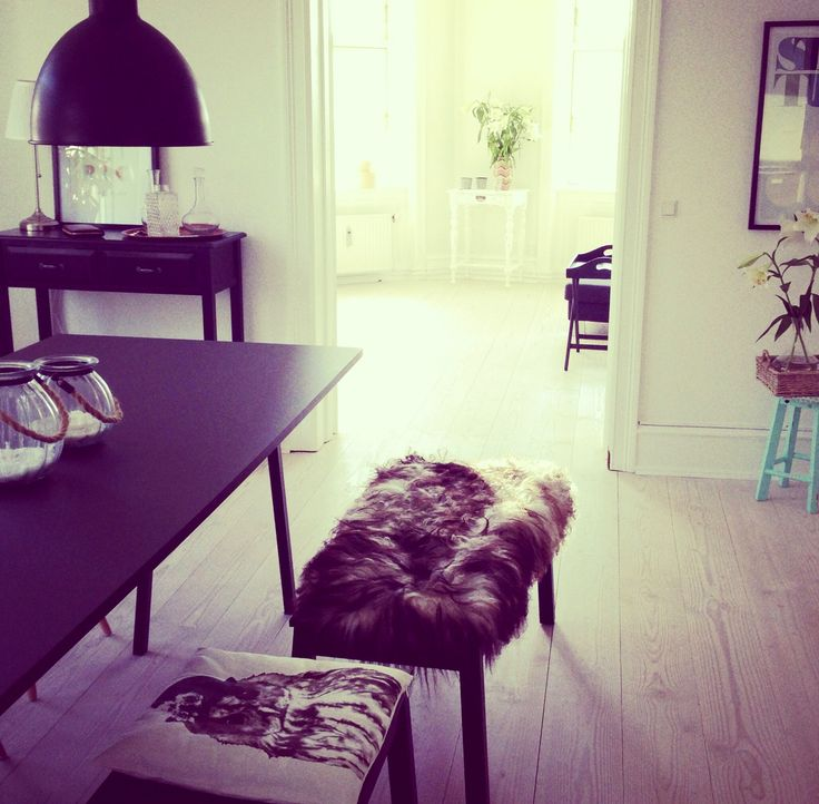 Dining room, diningroom, Black hay loop stand, bench, lambskin