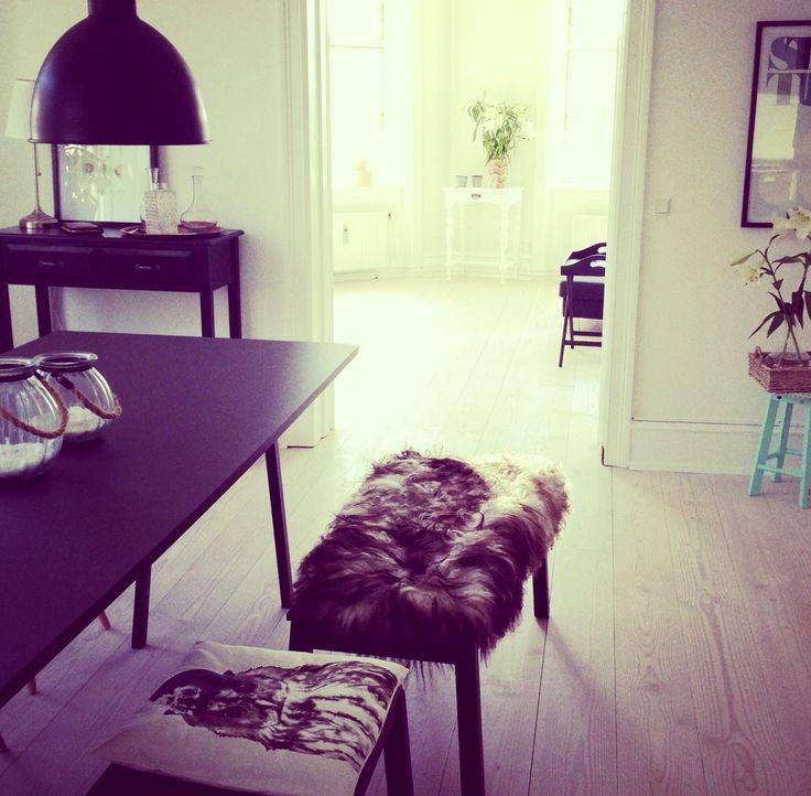 Dining room, diningroom, Black hay loop stand, bench, lambskin