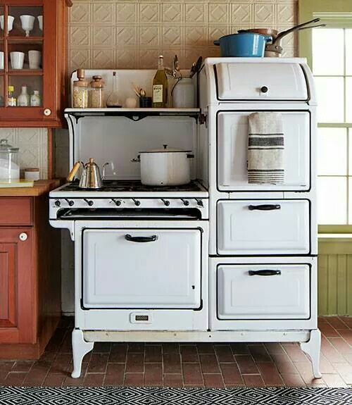 103 Kitchen Designs   Ideas For Country Kitchens Decorating And Pictures    Country Living Antique Stove The Owners Of This New York Home Snapped Up  Their ...