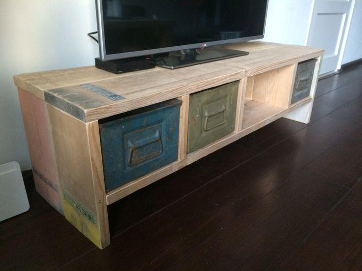 Steigerhouten tv-meubel via www.steigerhoutwonen.nl Lage prijs, snelle levering en goede kwaliteit!!!