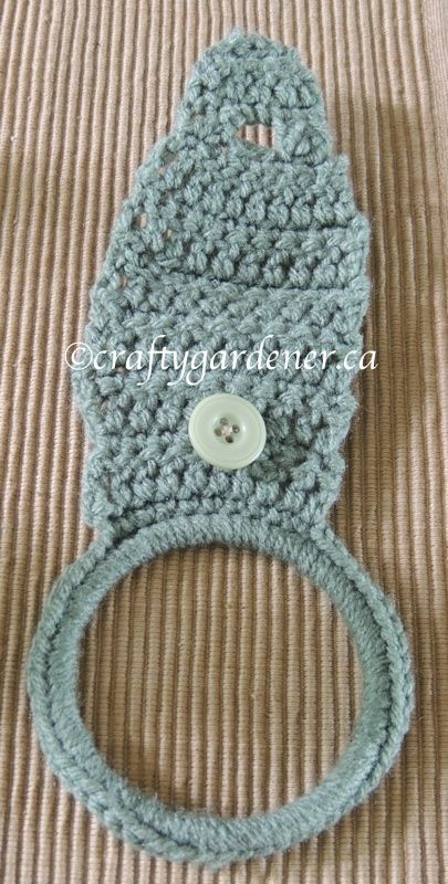 crochet pattern for a towel ring holder from
