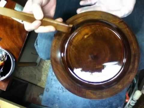 栃八寸深皿 上塗り1- YouTube  作り手:伏見漆工房