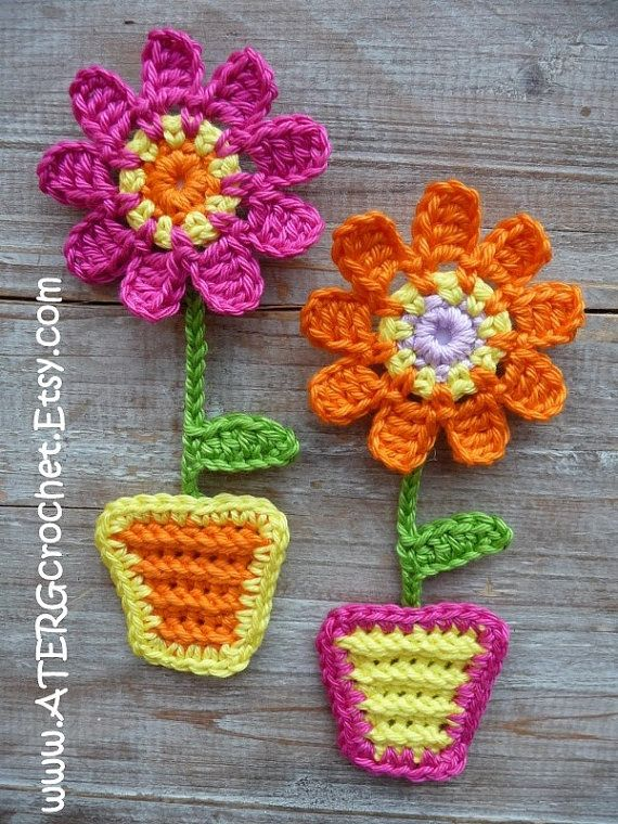 FLORISHING PATTERN TO CROCHET 3 DIFFERENT FLOWER MAGNET SETS The pattern is a step by step tutorial in English (US terms) completed with detailed
