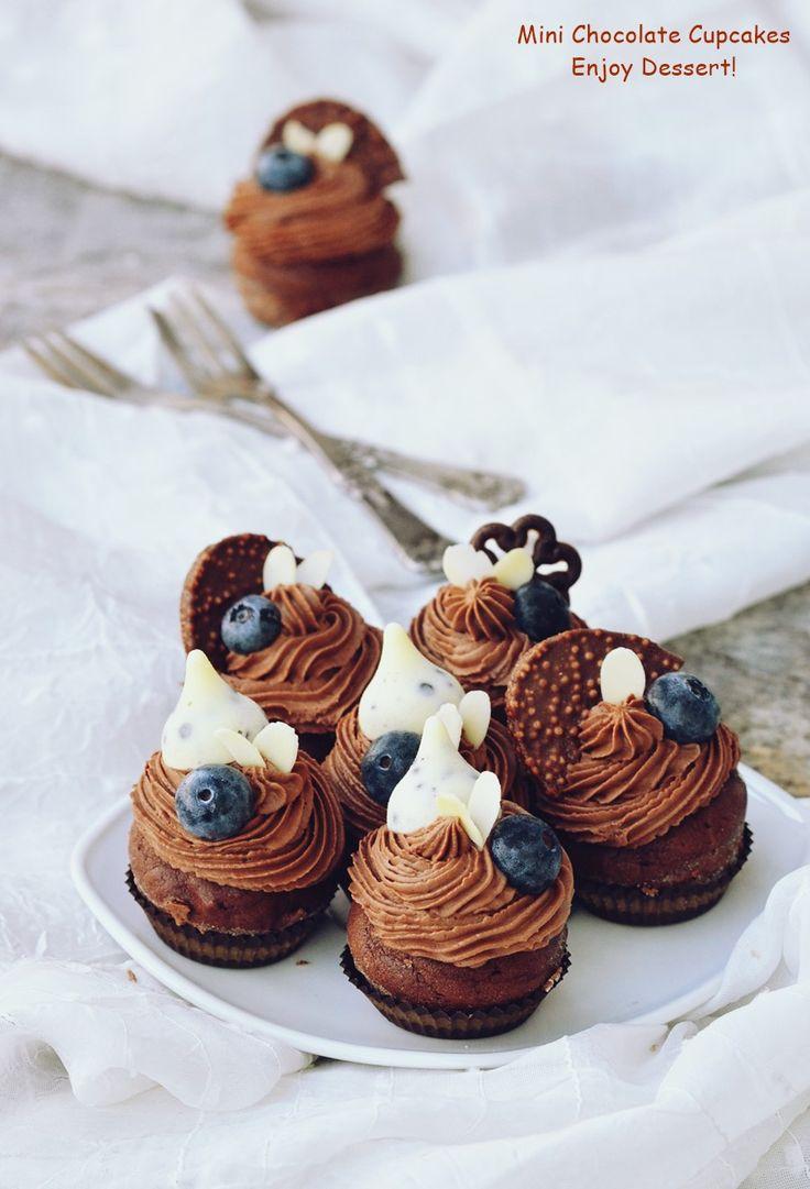 Mini cupcakes cu afine si ciocolata