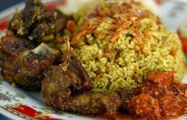 Resep nasi kebuli merupakan resep nasi sederhana dan enak dan termasuk dalam sajian resep masakan indonesia. Bagi Anda yang menginginkan sajian unik khas betawi bisa mencoba membuat nasi kebuli. Re…