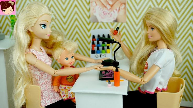 Elsa and Anna Toddlers Paint Their nails at the Barbie Salon - DIY Doll ...