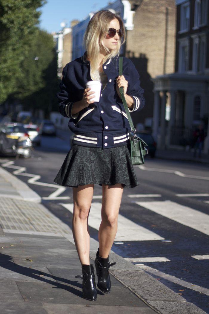 スタジャンを主役に大人ガーリーに決める♡ 人気のおすすめスタジャン一覧。レディースファッションまとめ。
