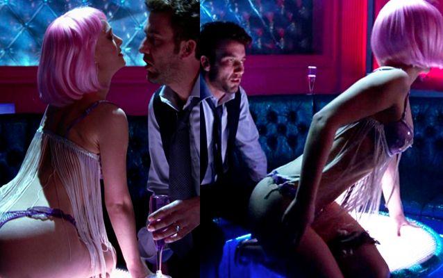 Los personajes femeninos más sensuales del cine. Escena de la película Closer (2004). #NataliePortman interpreta el papel de la sensual y sentimental de Alice. #digoCine