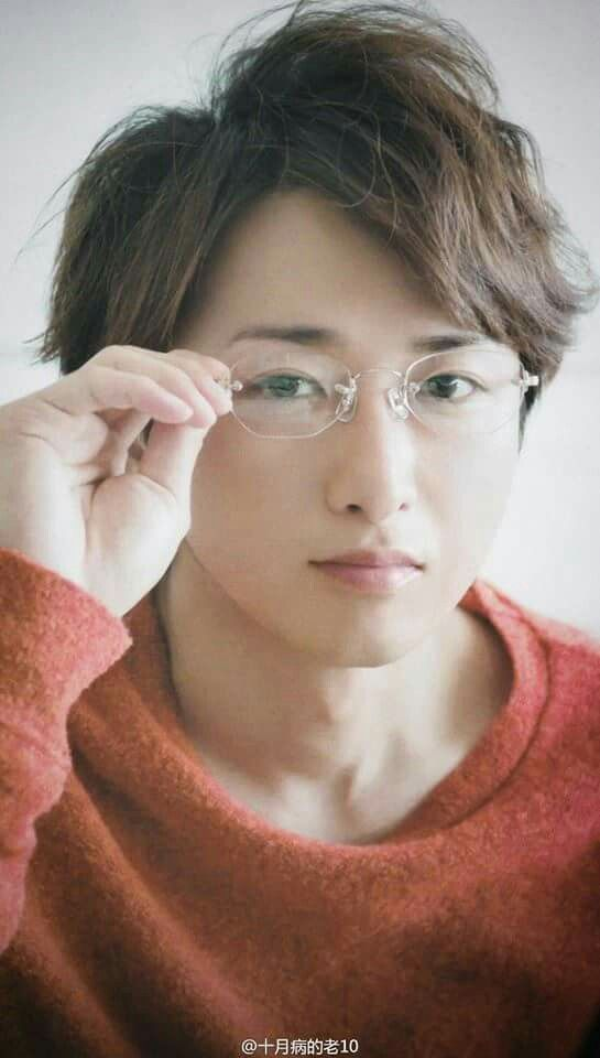 Ohchan looks so handsome that I saw him as korean romance actor at first lol