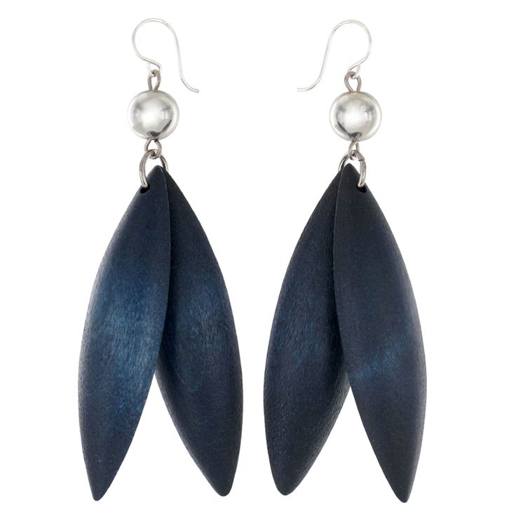 Aarikka - Earrings : Jalava earrings. Jalava provides an impressive combination of design and elements close to nature. The collection also includes the Jalava necklace. Designer: Marianne Siponmaa.