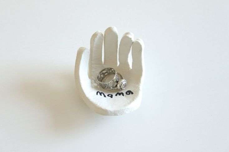 hand-shape ring dish using air-dry clay. kids handprint craft (mother's day) gift idea.