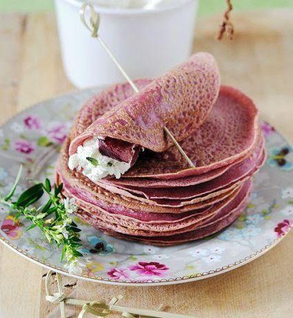Ecco la ricetta per realizzare le crepes rosa: il colore è dovuto all'utilizzo della barbabietola.