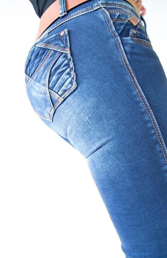 Jean con bolsillo trasero Super Realce (Push up) Color Stone oscuro Tiro medio Pretina de 3 botones Controla el abdomen Resalta la figura Power stretch Levanta
