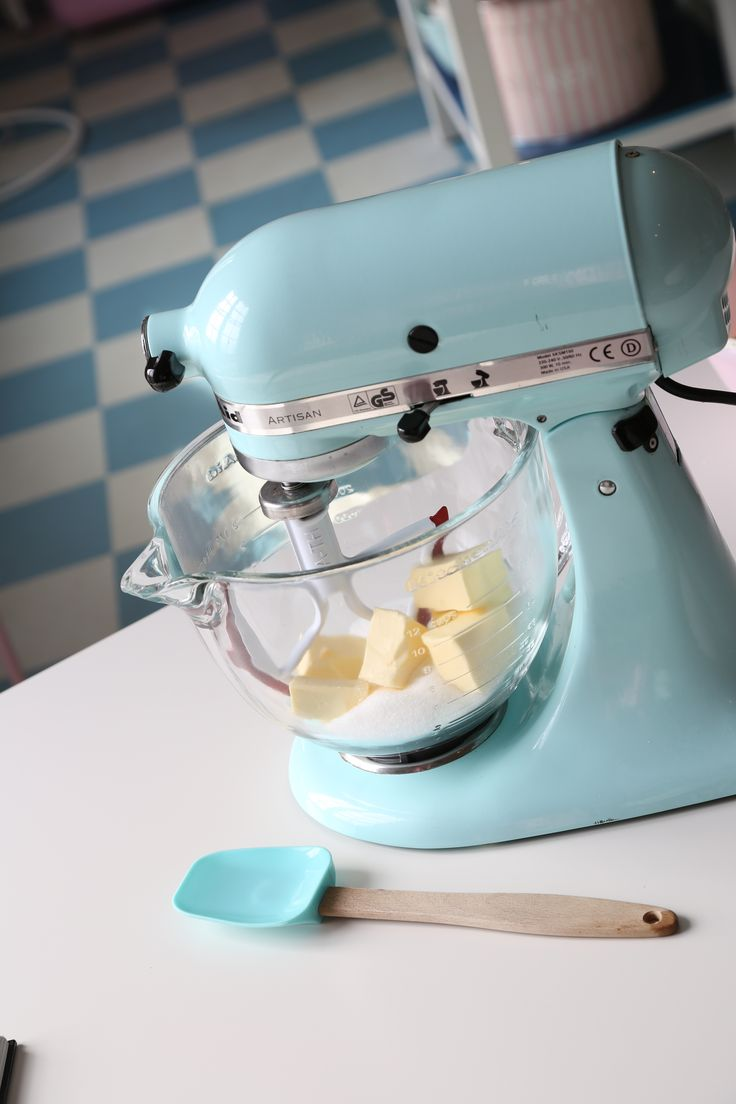 10 Kitchen And Home Decor Items Every 20 Something Needs: 1000+ Ideas About Light Blue Kitchens On Pinterest
