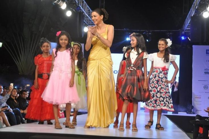 Sushmita Sen walks for Sonakshi Raaj at Smile Foundation's event | PINKVILLA