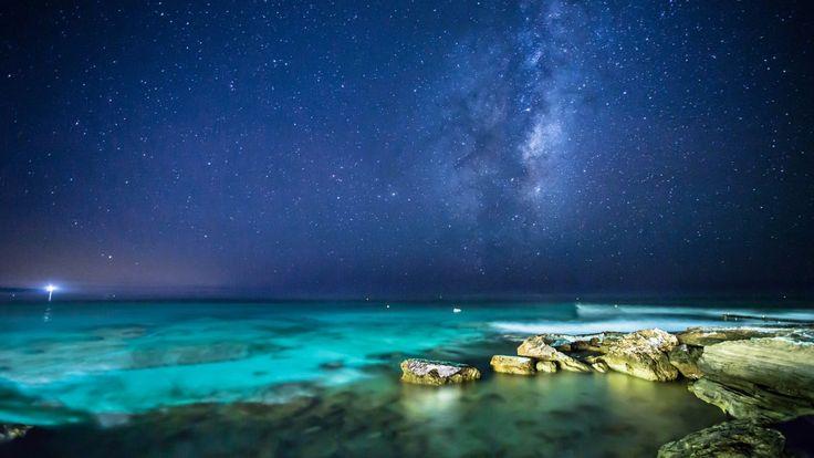 Звездное небо над океаном