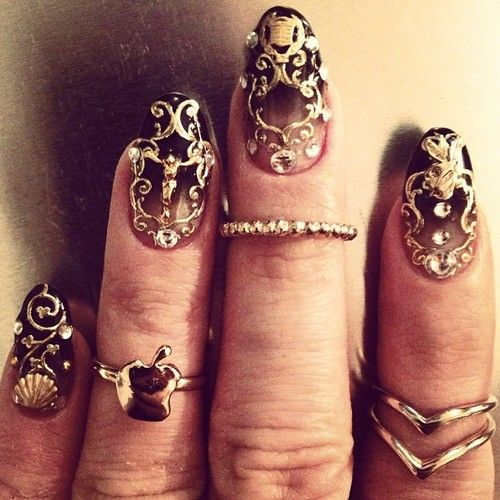 NaomiNailsNyc / Gold all in my nails #DontBelieveMeJustWatch...