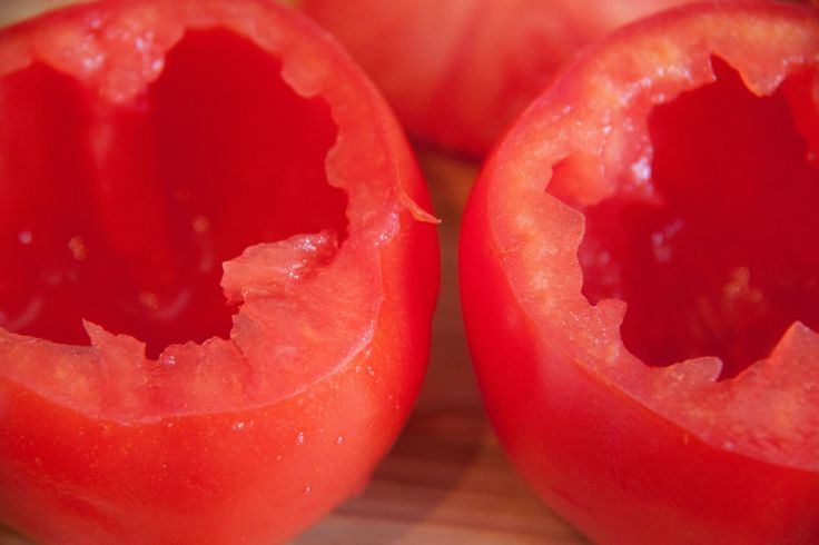 Gefüllte Tomaten mit Couscous und Schafskäse: Unkomplizierte Zubereitung, super einfach, toll als Beilage zu Gegrilltem.