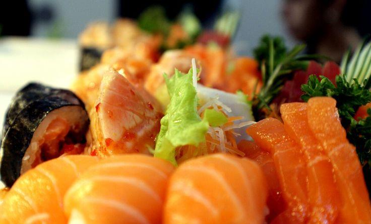 Já estamos a preparar a nova semana, tudo pronto para o receber! Venha (com)provar a qualidade do nosso sushi!  ESTAMOS NAS COLINAS DO CRUZEIRO E NO PARQUE DAS NAÇÕES!  Aguardamos a sua visita!  Para RESERVAS contacte 21 933 7401 (Colinas do Cruzeiro) 21 580 6646 (Parque das Nações)   #food  #instafood #japanesefood #foodie #sashimi #japanese #love #yummy #dinner #delicious #sushi #japan #instagood #salmon  #sushilovers #lunch #fish #yum #healthy #foodstagram #restaurant #tuna #friends…