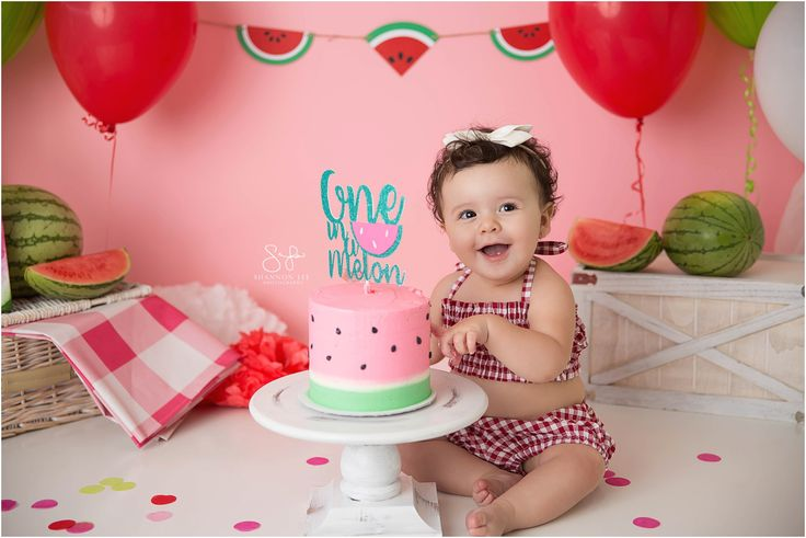 Watermelon themed cake smash.  I LOVE that watermelon cake!  Photography by Shannon Lee Photography.