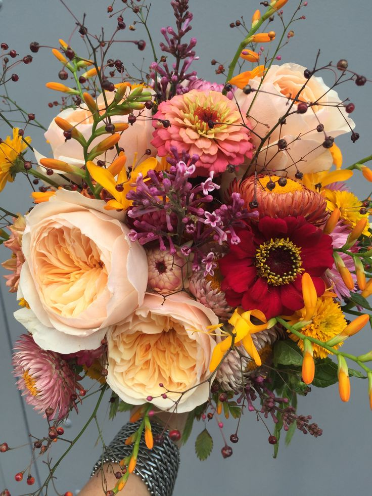 Bridalbouqet Softtone Peach/Yellow/Pink Parfum roses and Fieldflowers