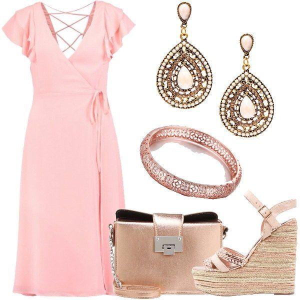Outfit formato da un meraviglioso abito rosa con profonda scollatura a v e intreccio di lacci sulla schiena. L'abito viene accompagnati da dettagli tutti in oro rosato, un paio di orecchini pendenti, un bracciale rigido, una tracolla in fintapelle e per finire da un paio di zeppe alte.