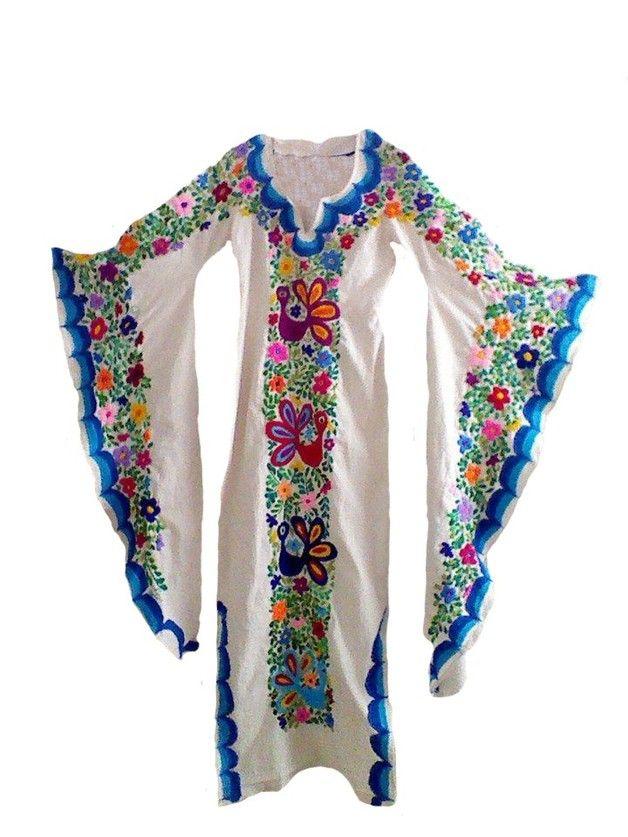Es un hermoso vestido de manta 100% algodon con mangas de mariposa, bordado a…